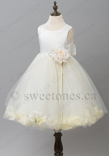 e8fd47d4a79 Lovely flower girl dress with rose petal